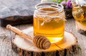 فوائد العسل على الريق وقبل النوم